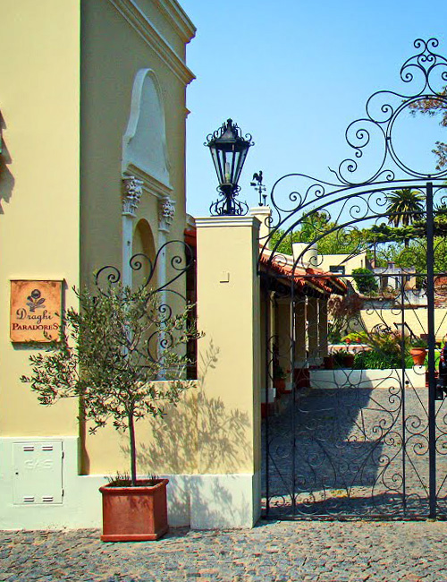 Hotel Draghi - Puerta de entrada